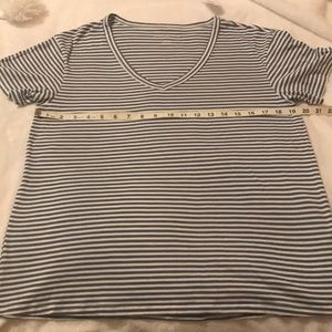 NWT American Eagle Blue and White V-Neck T-shirt